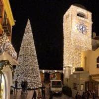 Maltempo: vento abbatte l'albero Natale in Piazzetta