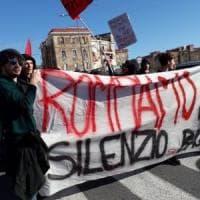 Corteo a Bagnoli degli  attivisti Iskra, tensione con le forze dell' ordine