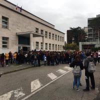 Terremoto: cinque scosse nel Beneventano, gente in strada