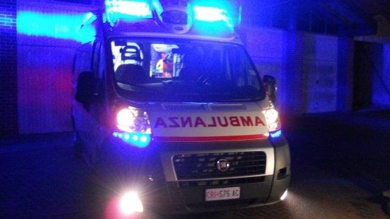 Raid contro un'ambulanza a Napoli: distrutto il finestrino del lato passeggero