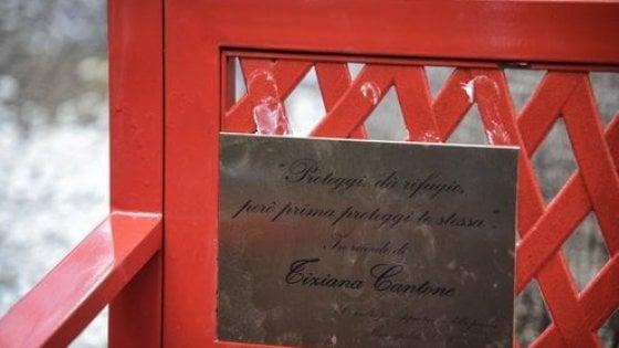 Napoli, vandalizzata la panchina rossa per Tiziana Cantone