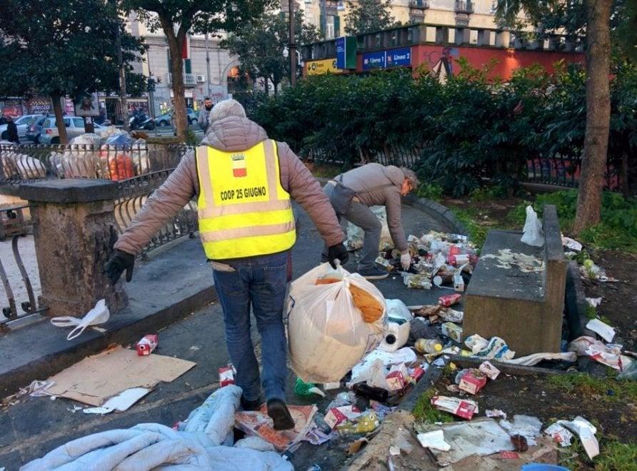 Napoli, de Magistris pubblica sui social le foto degli interventi di pulizia predisposti in città