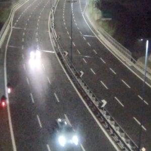Napoli, allarme in Tangenziale: scooter contromano di notte. La foto delle telecamere