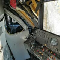 Napoli, scontro tra due treni: l'interno della cabina