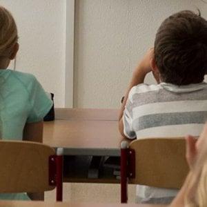 Buttati i giochi di un bimbo autistico, la madre chiama la scuola e protesta