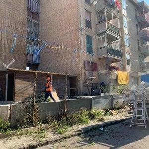 Blitz nel quartiere del clan a Castellammare, abbattuti manufatti in legno e una piscina abusiva