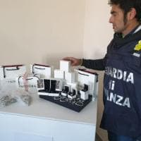 Napoli, sequestrati 2.800 gioielli Pandora contraffatti