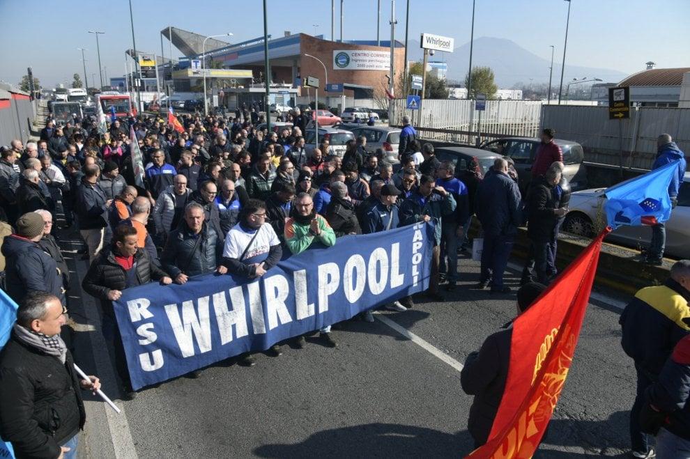 Whirlpool, a Napoli gli operai hanno bloccato l'autostrada A3