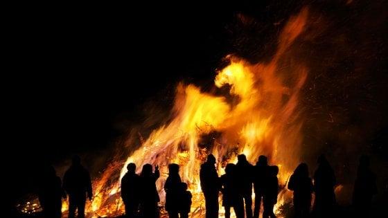 Castelvetere sul Calore  si illumina con i falò di Sant'Antuono: al via il 50esimo Carnevale Castelveterese