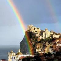 """Ischia, un doppio arcobaleno """"abbraccia"""" il Castello aragonese"""
