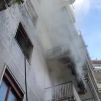 Casa in fiamme nel centro di Castellammare: salvato un anziano