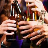 I controlli nella movida: minorenni sorpresi a bere alcolici