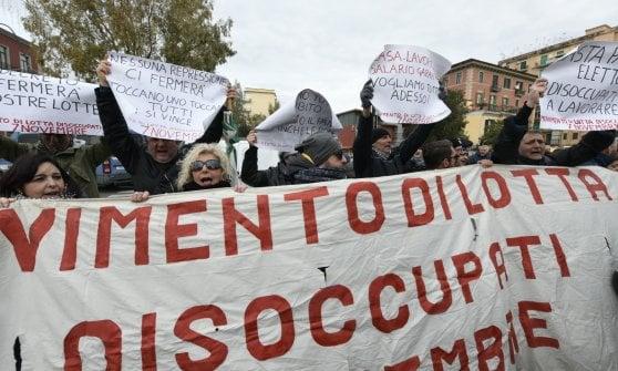"""Arrivano le ruspe per la bonifica di Bagnoli, il ministro Provenzano: """"Scusate il ritardo"""""""
