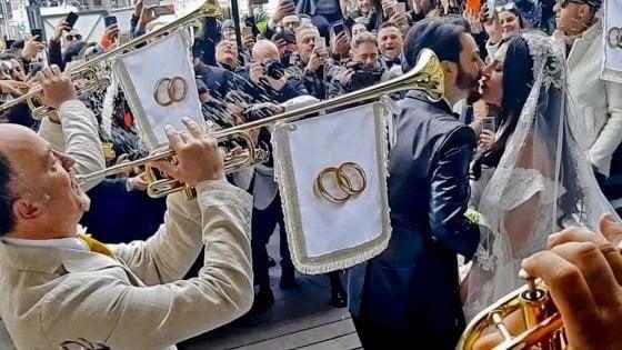 Nozze trash tra Tony Colombo e Tina Rispoli, licenziati i cinque trombettisti della Penitenziaria