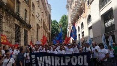 """Whirlpool, il 29 presidio al Mise  Attesi 300 lavoratori a Roma:  """"Napoli non molla"""""""