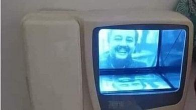 """Ironia social, Salvini suona al video citofono, l'avvocato immigrato consigliere dell'ordine: """"Frate' non ci servono cd"""""""