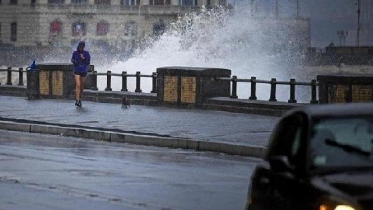 Maltempo, allerta meteo per vento forte in Campania. A Napoli ...