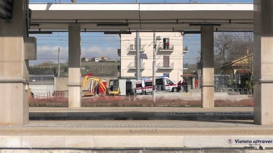 Benevento, tragedia sul lavoro alla stazione centrale: muore operaio napoletano