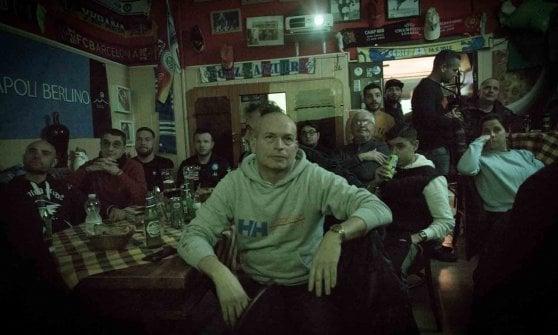Marianna fotografa i tifosi azzurri nel mondo: una mostra sulla gioia