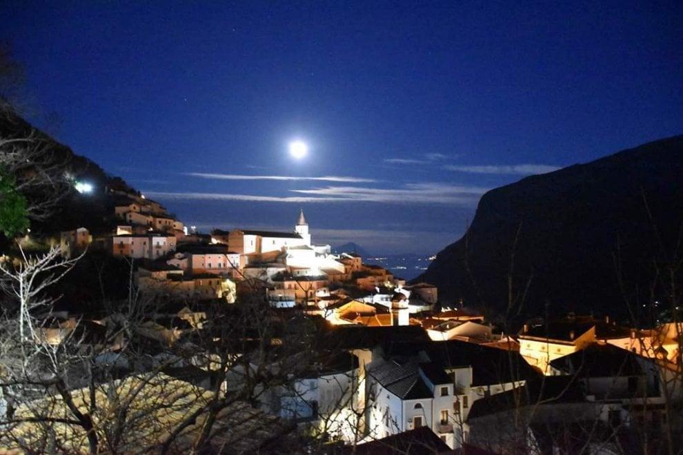 Potenza, la superluna illumina Maratea  alle prime luci dell'alba