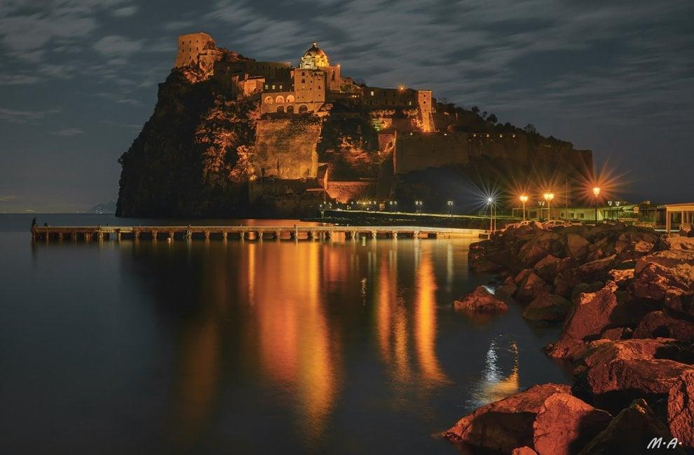 Ischia, la luna piena esalta il Castello aragonese