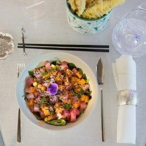 Napoli, cucina hawaiana a pranzo: 12 piatti in stile pokè