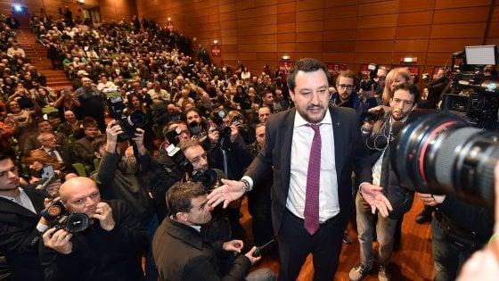 """""""No Salvini day"""", corteo di protesta per l'arrivo del leader della Lega"""