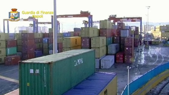 Contrabbando sigarette tra Napoli e Dubai, arresti e sequestri