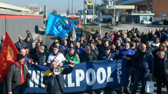 Sardine: a Napoli presidio a Whirlpool per il diritto lavoro