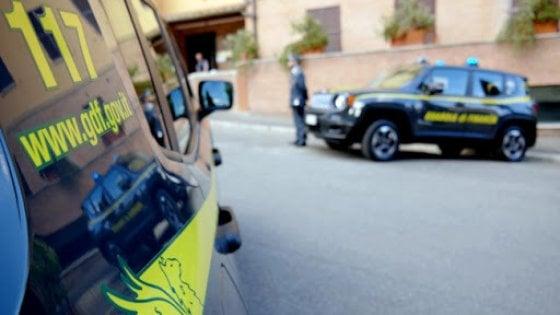 Carnevale: la Guardia di Finanza a Napoli sequestra 300 mila articoli pericolosi
