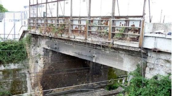 Sequestrato nel Casertano ponte su ferrovia Napoli-Cassino