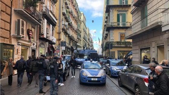 Salvini a Napoli, tafferugli tra le forze dell'ordine e i centri sociali