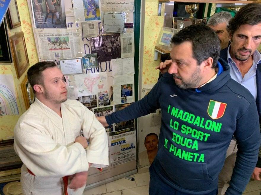 """Salvini  nella palestra a Scampia: """"Grazie Maddaloni"""""""