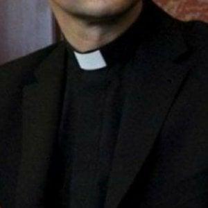 """I fedeli di Villa Literno contro il nuovo parroco: """"Fu accusato di abusi"""". Il vescovo sospende la nomina"""