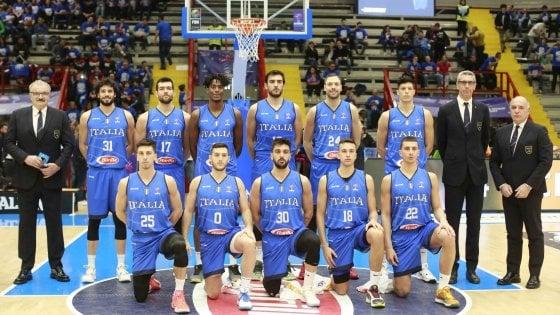 Basket, quattromila cuori per l'Italia che torna dopo 51 anni a Napoli: sconfitta la Russia