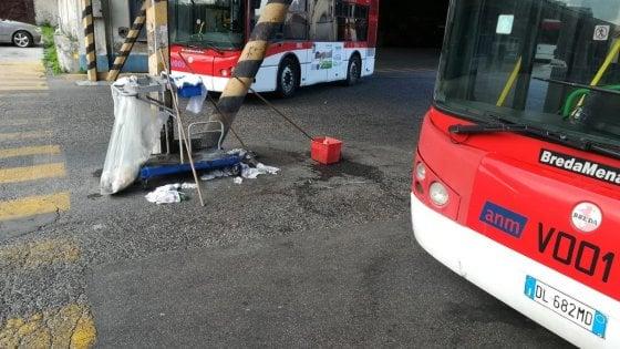 Napoli, psicosi-coronavirus: c'è un orientale alla fermata, ma il bus tira dritto