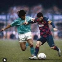 Napoli, il Barcellona omaggia Diego: Messi-Maradona, ecco il confronto impossibile tra i due più grandi