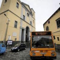 Coronavirus, prevenzione a Napoli: pulizie sui bus, mezzi fermi in deposito