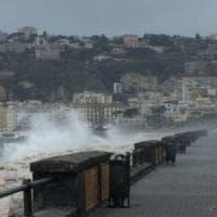 Mare agitato, Ischia, Procida e Capri restano isolate: è blocco totale dei collegamenti