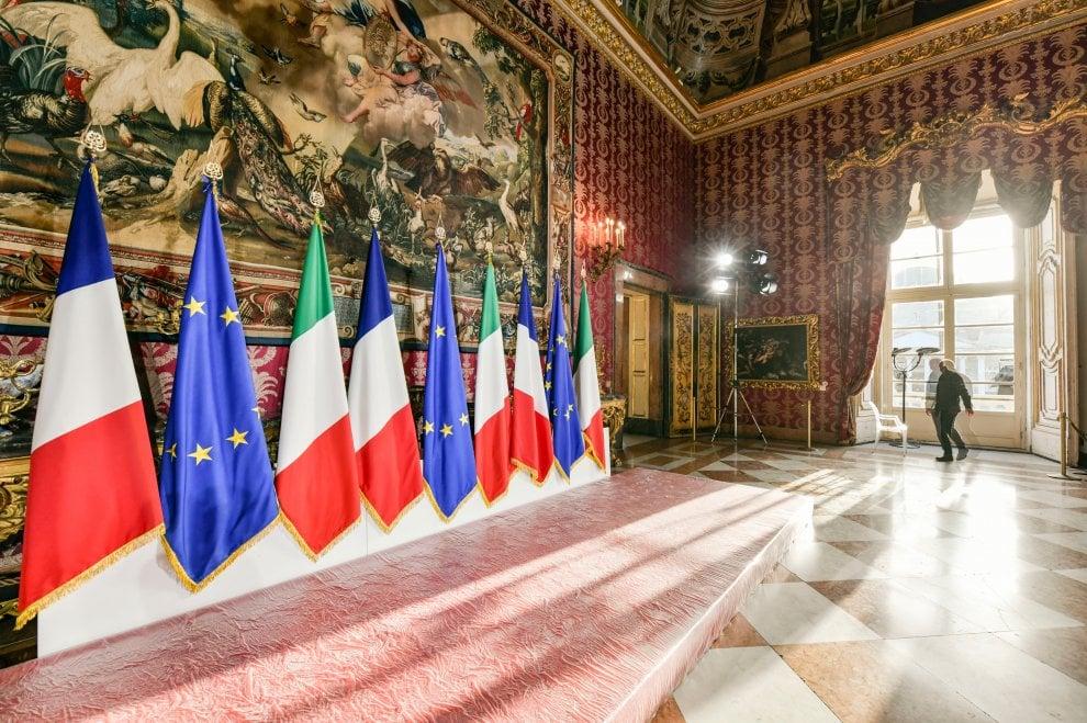Napoli, a Palazzo Reale tutto pronto per la visita di Macron