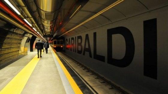 Coronavirus, a Napoli 40% dei bus fermi. Stop di sei ore della metropolitana per un guasto