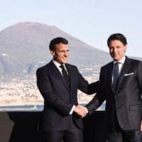 """Coronavirus, Macron a Napoli: """"Non chiuderemo le frontiere"""". Conte: """"Esempio da Napoli,..."""