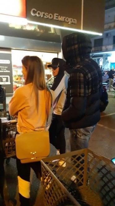 Llorente, Callejon e Ospina in fila al supermercato nella notte a Napoli