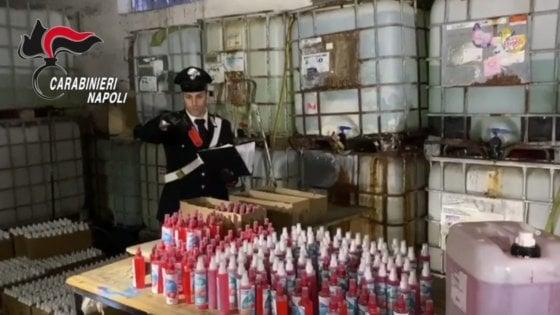 Coronavirus, pronti 5mila flaconi di igienizzante per le mani in una fabbrica abusiva