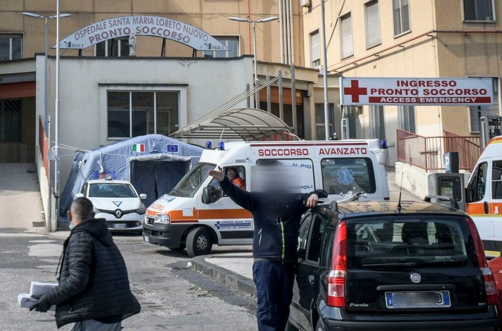 Napoli, mascherine vendute a 4 euro dai parcheggiatori abusivi