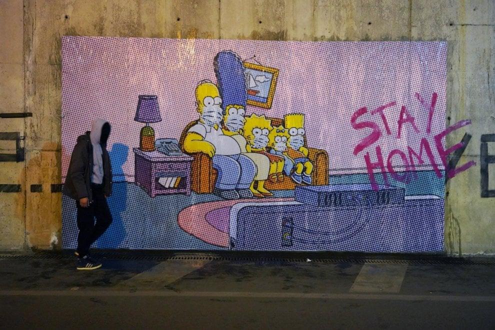 """""""Stay home"""", il messaggio dei Simpson su un murale a Pompei"""