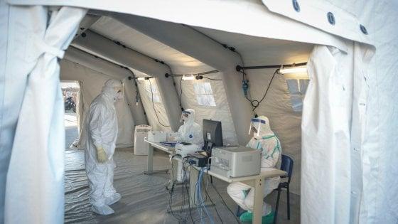 """Coronavirus, a Napoli medici e operatori contagiati, ma scoppia il caso di quelli in """"congedo"""" per malattia"""