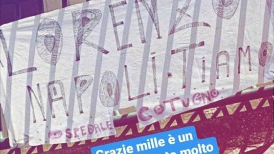 """Napoli, striscione per Insigne dopo la donazione al Cotugno. Lui: """"Grazie, ma ora a casa"""""""