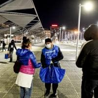 Napoli, i volontari di Sant'Egidio distribuiscono pasti e coperte nella città deserta