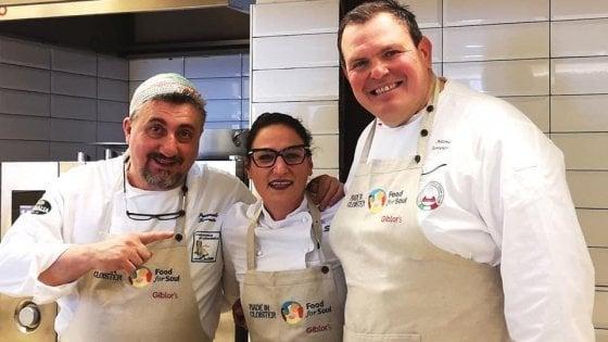 Coronavirus, Made in Cloister: a Napoli riapre la mensa sociale con piatti da asporto cucinati da chef